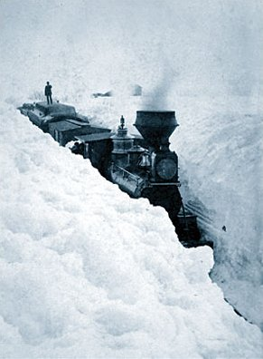 train_stuck_in_snow1
