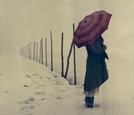 umbrella,photography,snow,vintage,girl,polaroid,art,photography,landscape-077c02cc5af673f94aff4a5f59ecfe6d_m